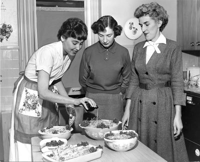 Rayleen Merman Beaton, center, Catherine Hansmeier, right, and an unidentified Dorothy Dean assistant judge one of the annual recipe contests sponsored by the Dorothy Dean department. (PHOTO ARCHIVE / SR)