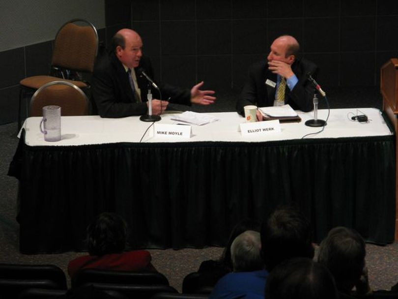 Rep. Mike Moyle, R-Star, left, and Sen. Elliot Werk, D-Boise, right, discuss the state's budget challenges during the Associated Taxpayers of Idaho annual conference on Wednesday. (Betsy Russell)